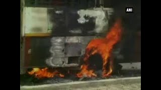 Mob sets vehicles afire after girl dies in road mishap in UP