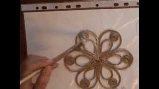 видео Как сделать шикарную салфетку. Джутовая филигрань. Подарок. Своими руками