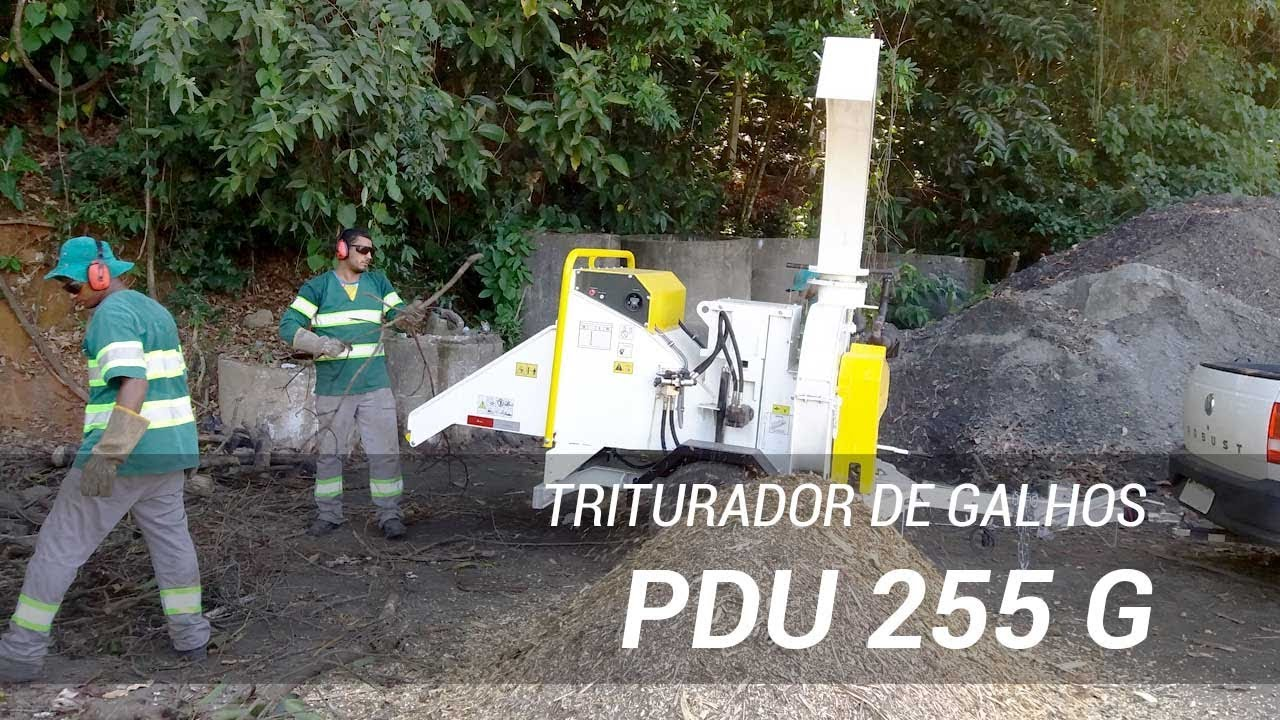 Triturador de galhos trabalhando na limpeza de rodovias - Lippel PDU 255 G