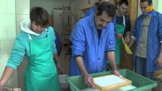 Fogyatékosok rehabilitációs intézete és otthona papírmerítő műhely Thumbnail