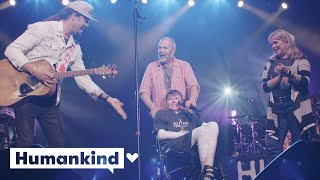 Musician brings joy to boy living life in pain | Humankind