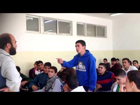طالب يقولل قصيدة تجعل المدرس يقبل  رأسه thumbnail