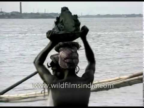 Illegal sand mining from Hooghly river bed in Kolkata