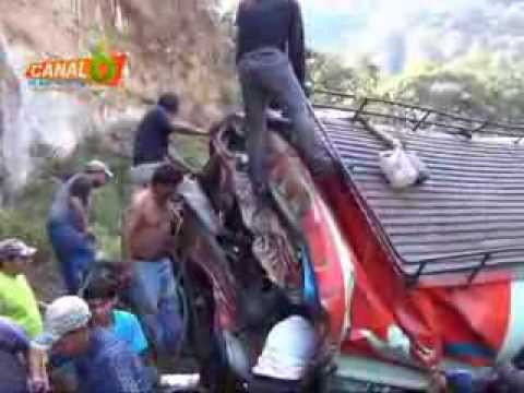Accidente de bus en San Martin Jilotepeque en el departamento de Chimaltenango, Guatemala 9/9/2013