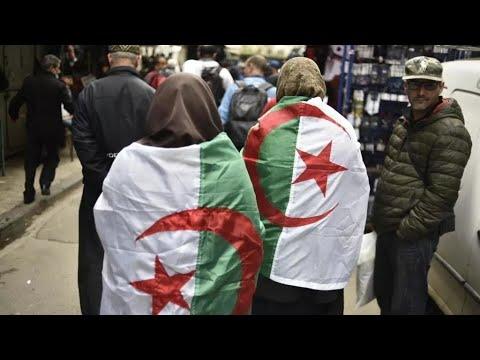 الجزائر: الطلابيتظاهرون مجددا في العاصمة رغم منع المسيرات  - 22:04-2021 / 3 / 2
