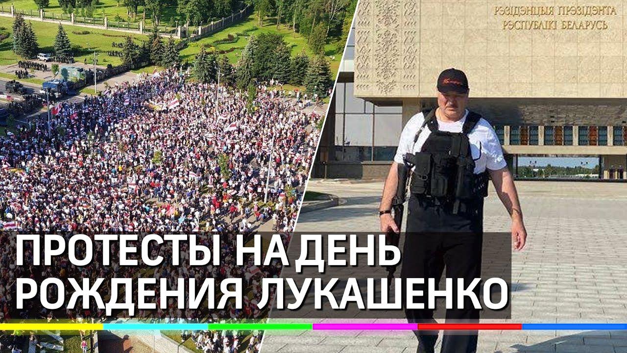 Лукашенко снова взял автомат Как белорусы поздравили Батьку с Днём рождения