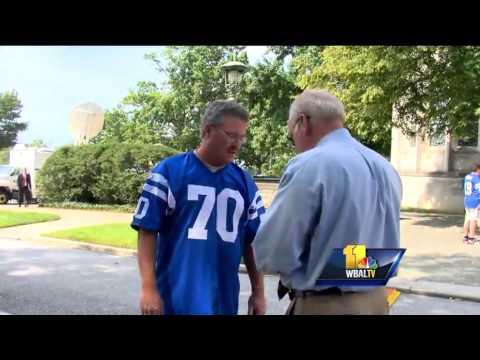 Fans, friends say goodbye to Colts legend Art Donovan