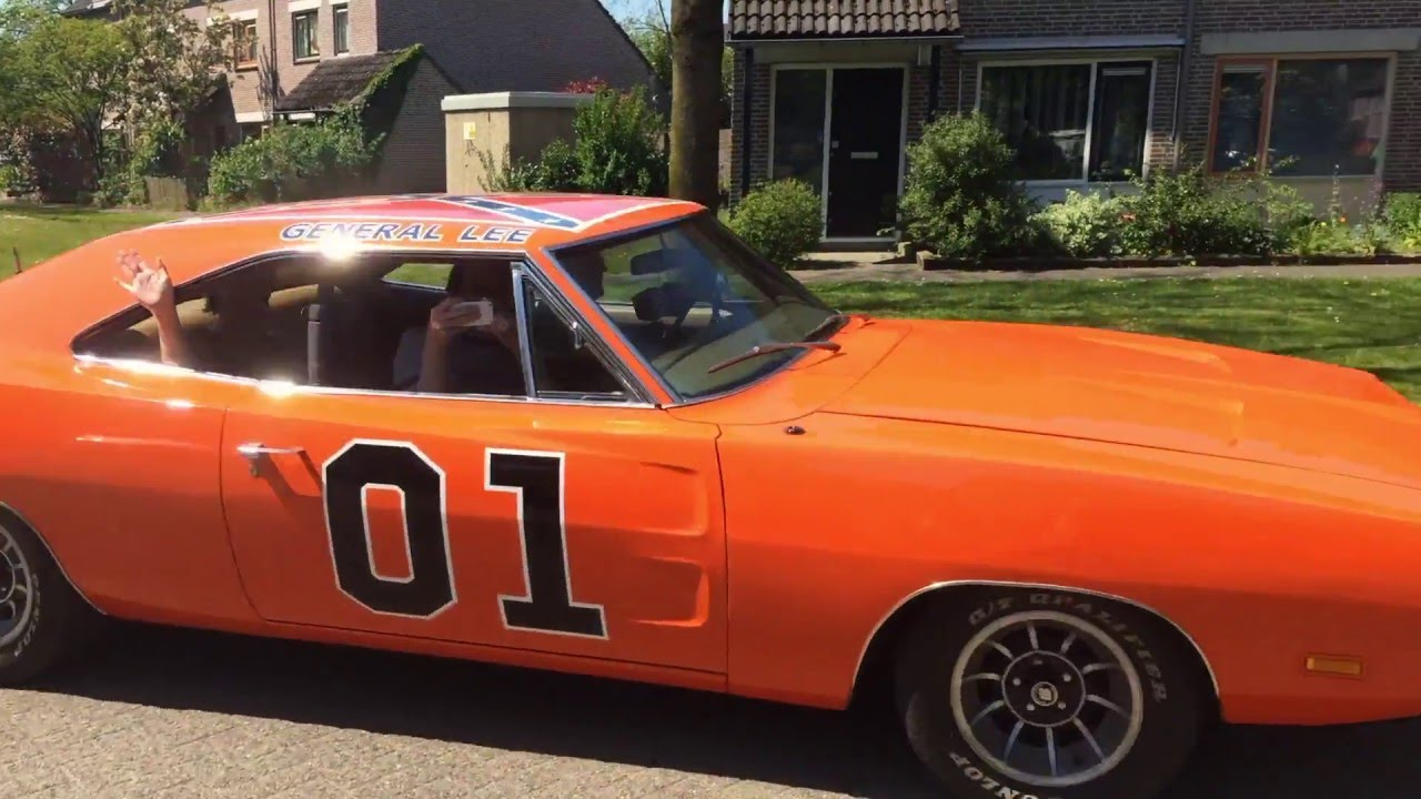 driving the dukes 39 general lee 39 69 dodge charger in. Black Bedroom Furniture Sets. Home Design Ideas