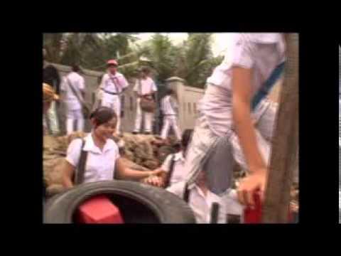 Lá Lành Đùm Lá Rách - Đưa học sinh đảo Hải Minh đi học