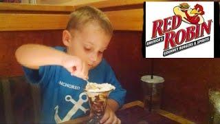 Бесплатное мороженое на День Рождения. Free icecream for birthday. Valentina Ok. LifeinUSA(Мы зашли в один из моих любомых ресторанов под названием Красная Малиновка. На День Рождения любого посетит..., 2015-10-19T06:16:19.000Z)