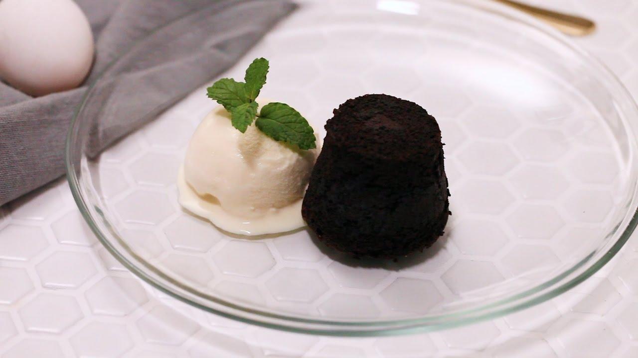 巧克力熔巖蛋糕食譜|滿滿的巧克力流出來【COOKY甜點系列】Chocolate Lava Cake - YouTube