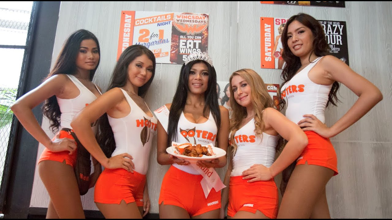 naked nude female hooters