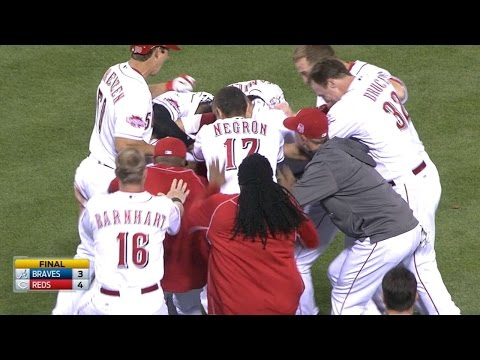 Mesoraco drills a walk-off double to left