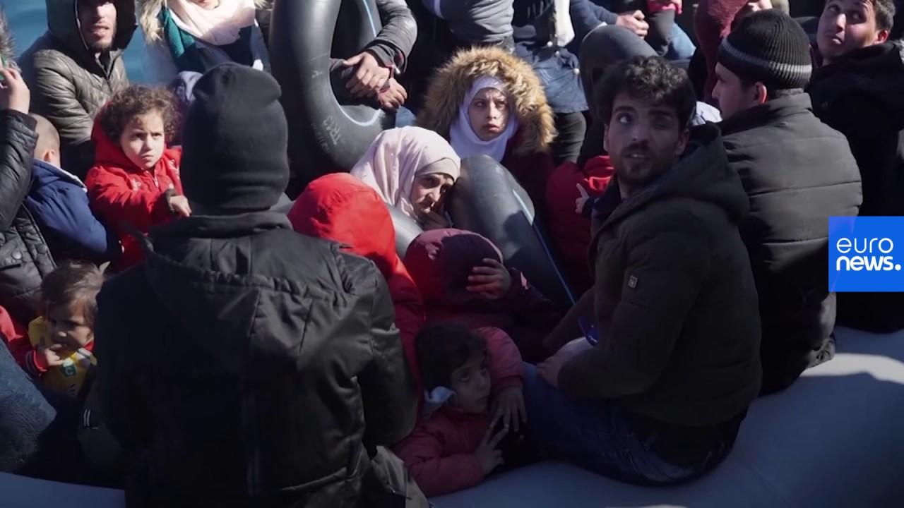Midilli Adası'nda aşırı sağcı bir grup göçmenlerin adaya çıkmasına engel oldu, gazetecilere saldırdı