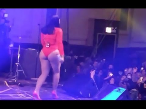 Ashanti Performs With Her Cakes Out At Chicago Concert from YouTube · Duration:  2 minutes 27 seconds