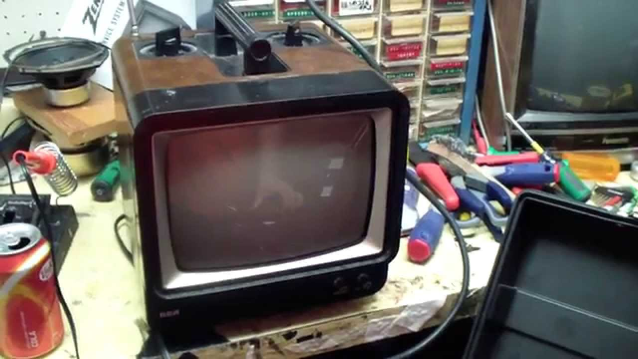 1980 Rca Black Amp White 9 Quot Portable Television Set Model
