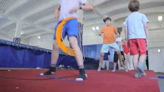 Тренировка детей на батуте.(Видео с тренировки детской группы прыжков на батуте от 6 до 12 лет в спортивном центре