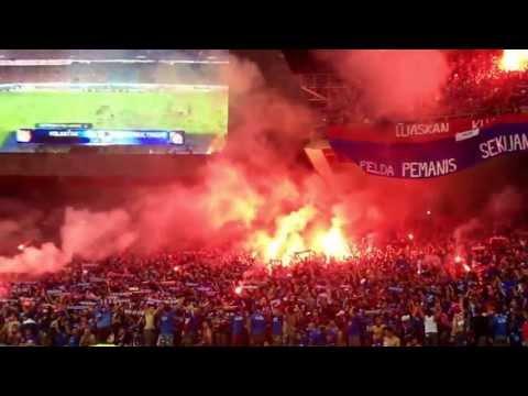 Luaskan Kuasamu Johor -  Boys Of Straits (Flare Show at SNBJ - Piala FA 2013)