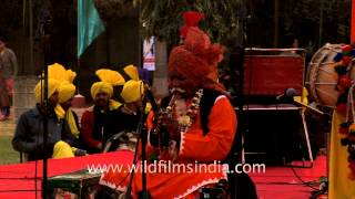 Old man playing a flute in India - Punjab Mela