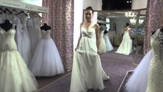 Свадебное платье Allure Bridals 950 -  видео обзоры свадебных платьев(Свадебное платье Allure Bridals 950 Это необыкновенно легкое шифоновое свадебное платье идеально дл удаленной..., 2014-07-14T15:37:50.000Z)