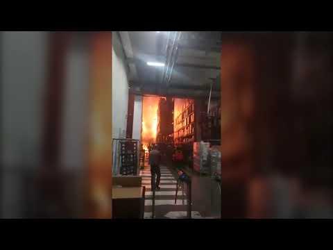 Как горел воронежский распределительный центр Магнит внутри