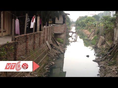 Nỗi khổ của người sống cạnh mương nước thải | VTC