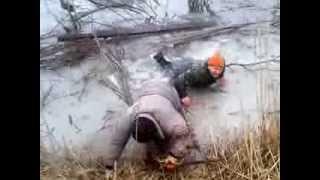 самое смешное видео о рыбалке зимой!!!!(Весна, слабый лед, зато хорошее настроение и все живы здоровы., 2013-04-04T07:22:37.000Z)