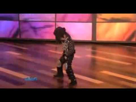 Cau be 4 tuoi nhay nhu Michael Jackson.flv