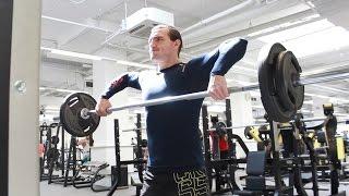 видео Протяжка со штангой стоя - базовое упражнение для мышц плеч