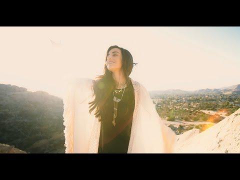 Смотреть клип Luciana Zogbi - Dive