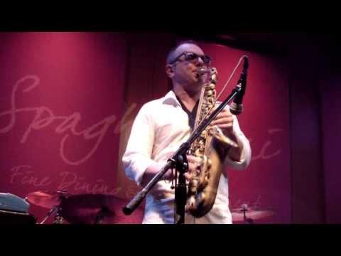 Rocco Ventrella performs Winelight live at Spaghettinis