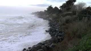 Tempête Oléron 2014 Le rivage après la digue de la Brée Les Bains pendant l