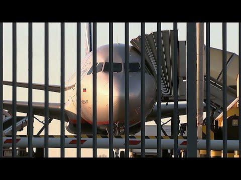 Россия ограничивает авиасообщение с Турцией, Таиландом, Японией и Вьетнамом.
