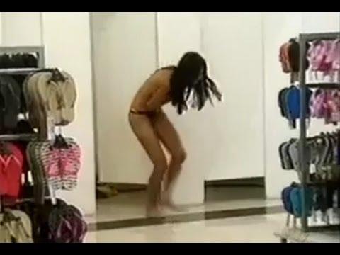 当女生试穿内衣时出现...超低级整人