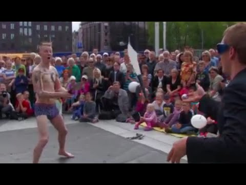 Motosikai in Tallinn 2016 - street circus spectacle - Drumset sings, men fly above the van