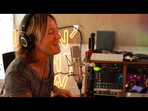 """Keith Urban - The Making of """"Never Comin Down"""" from Graffiti U"""