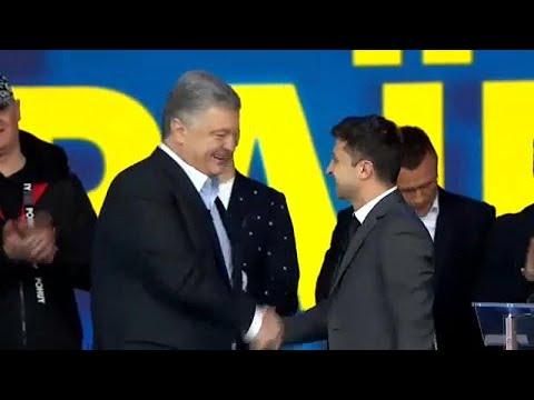 Poroshenko e Zelensky protagonizam debate aceso no Estádio Olímpico