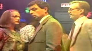 Mr Bean - Dancing at a nightclub