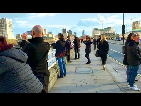 LONDON WALK | Crossing Waterloo Bridge from Somerset House | England