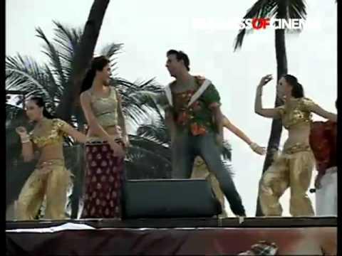 Sheila Ki Jawaani Full Song  Katrina Kaif's LIVE Performance At Juhu Beach