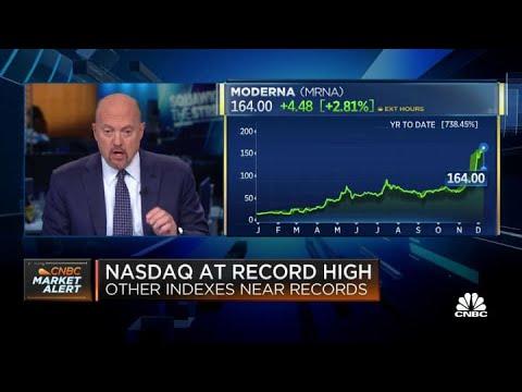 Better Coronavirus Stock: Johnson & Johnson vs. Pfizer