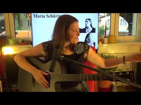 Maria Schüritzim live Stream bei unplugged Wohnzimmer