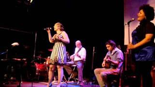 Gambar cover Sara Sings Wild Horses Mused 1.5 Toronto