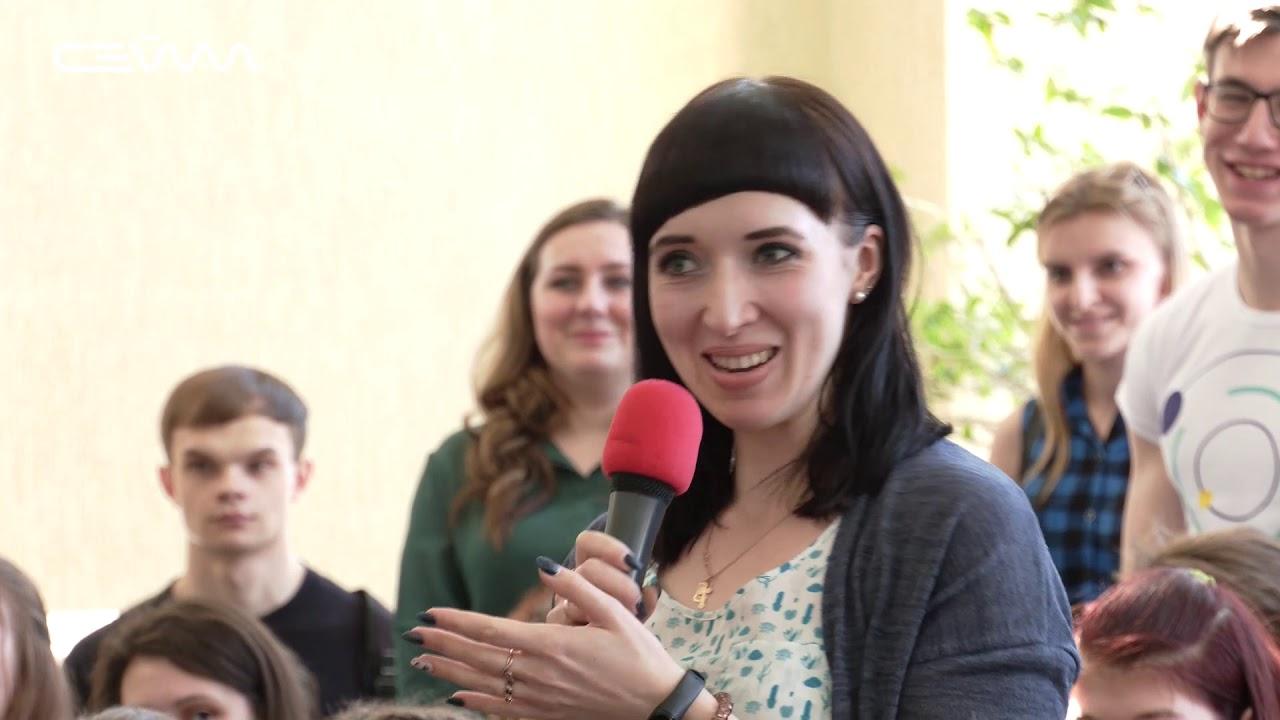 Антон Шипулин провел с курянами «Диалог на равных»