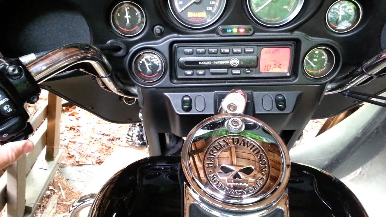Harley Davidson Fltr Fltrx Road Glide Double Din Radio Adapter moreover  furthermore Harley Davidson Ultra Limited 2015 as well Row Of Harley Davidson Street Glide Motorbikes Outside Motorcycle Dealership Orlando Florida Usa Joe Fox together with Watch. on tour glide radio