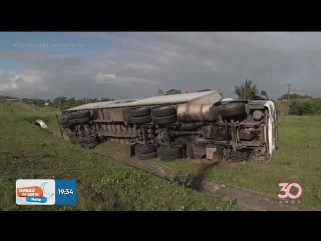 Carreta de caminhão tombam próximo da entrada do Conde  - Tambaú da Gente Noite