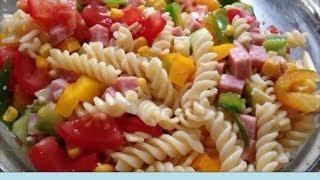 Кулинарный рецепт Итальянский салат с ветчиной помидорами кукурузой перцем сыром