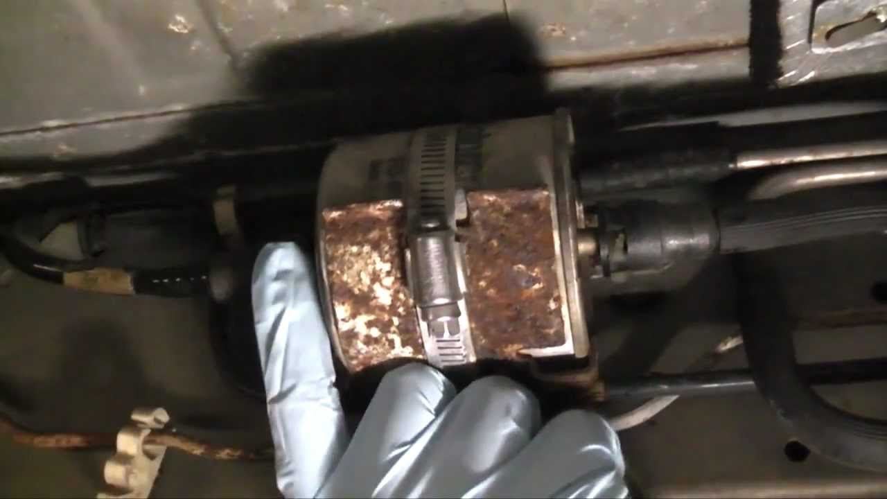 1999 mustang fuel filter location