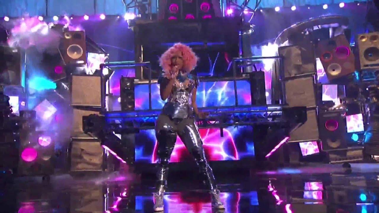 Download David Guetta ft. Nicki Minaj - Turn Me On and Super Bass Live At AMA 2011
