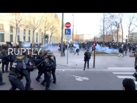 France: Police injured by rocks at anti-police brutality demo in Paris